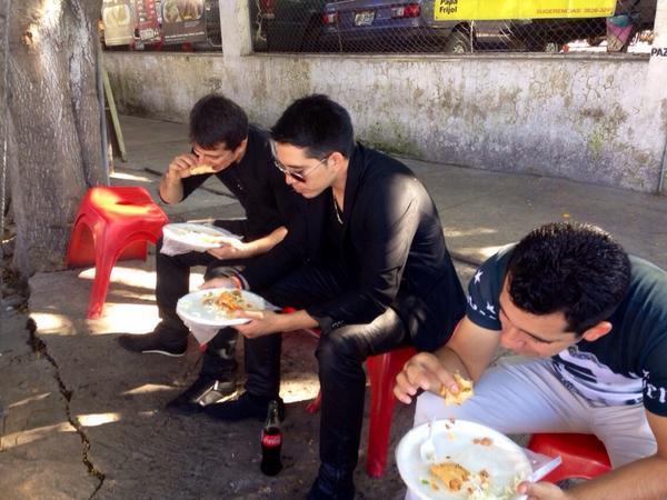 Arturo Vargas Rios (@LosPrimosArturo): Echando un taco http://t.co/MbDSI8AKpp