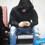 RT @GOBAEK_BH: 141025 베이징공항 입국 #백현 #Baekhyun 앉아만 있어도 멋있는거 누가 알려줘썽??!!!!???? http://t.co/CvxZfaOUyh