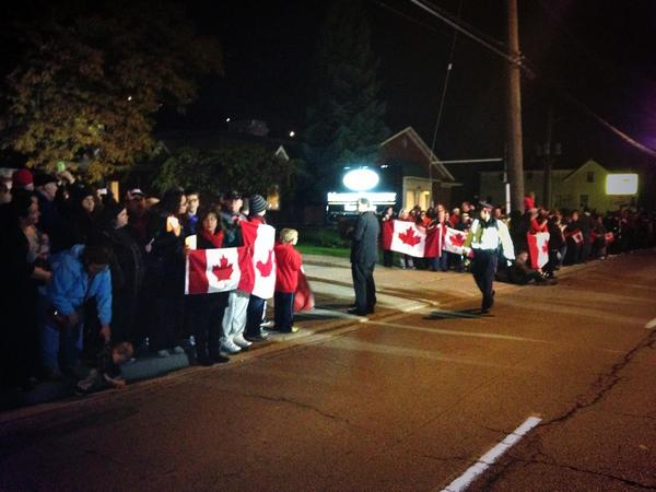 Hundreds line the streets in Hamilton awaiting the motorcade carrying the body of Cpl. Nathan Cirillo @CityNews http://t.co/GS1hxrZKWu