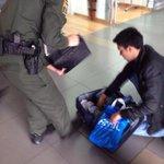 El tipo es un hijueputa y no me voy a cansar de decir que es un hijueputa! Casi me hace perder el vuelo. http://t.co/4B2rCMfyBt