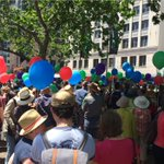 Its a sea of humanity and balloons at #WalkTogether #Sydney http://t.co/mOYyhrW4ZU