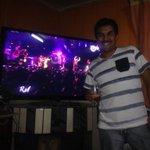 RT @oscar_aguilera6: Mi pareja @jotaskalariak disfrutando el show de @ricky_martin muy talentoso y hermosa persona eso te brota ... http://t.co/HiMBEAxoVu