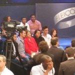 RT @nalves_st: Eleitores indecisos fazendo selfies com Dilma, logo após o debate na Globo. Já não eram mais indecisos, então. rsrsrs http://t.co/JZN6qQy3TY