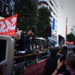 渋谷の街で「特定秘密保護法に反対する学生デモ(SASPLデモ)」。祝祭的な雰囲気のデモで、若い人が多い。サウンドカーからのコールも分かりやすい。沿道からの飛び入りも多数。 #特定秘密保護法 #SASPL #DEMO http://t.co/RcOLSr0nHq