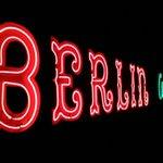 RT @BLZonline: Guten Morgen, #Berlin! Wir wünschen einen schönen Start ins Wochenende! http://t.co/qHkRKtSERB