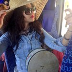 ابتسام تهتم بمظهرها حتى في الباص هل أحببتم اللوك؟ #StaracArabia @IbtissamTiskat http://t.co/1gmTAZyuOY