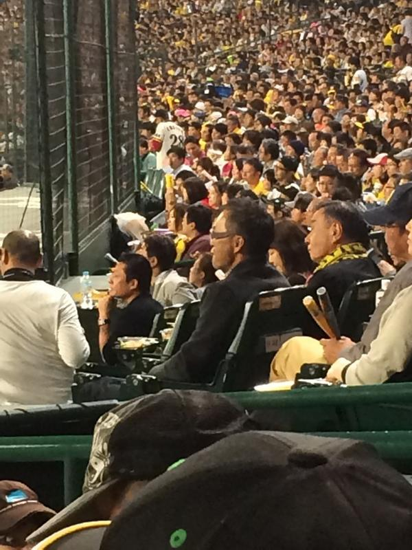 """おお凄い(^-^)""""@mokoshingekikai: 横の方に渡辺謙座ってるwwww http://t.co/25skj6KrJR"""""""