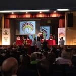 El comité del #JOHC2014 hace entrega de unos detalles conmemorativos a los grandes participantes de la mesa redonda. http://t.co/VeAVa5rH0u