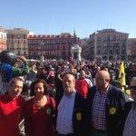 RT @AyuntamientoVLL: No cabe nadie más en la Plaza Mayor @pinguinosmotos http://t.co/qarsB2sjo3
