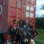 @PoliciaColombia donde está lo policía de carreteras? entre monteria y Sincelejo http://t.co/POYEvRCmWT