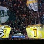 松中が犠牲フライで帰ってきた〜www まだまだわかりませんね〜。 後半に入って試合が動いてる。 #日本シリーズ http://t.co/Z0BsVD2PWu