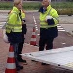 """Burgemeester v Belzen en de OvD #Bevolkingszorg bij de oefening in Barendrecht. """"@vakbekwaam_VRR #lerenisleuk http://t.co/zgl45njfoH"""""""