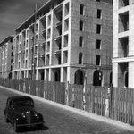 Willy RONIS - Le Vieux Port de #Marseille reconstruit par Fernand Pouillon 1952 http://t.co/upSkh7tyqV