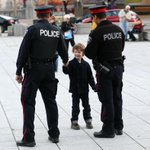Avery Bruce, 5, shakes hand with @OttawaPolice officers at the War Memorial today. #OttawaShooting #OttawaStrong http://t.co/DBvDac9Upm