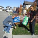 Homeowner changes sign on his own lawn in Calgary-West today... #momentum #ableg @mikeellispc http://t.co/tNAoGe8DbH