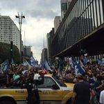 RT @_souaecio: A festa da democracia de Aécio lota a Paulista! \o/ #Aecio45PeloBrasil #SouAecio #SP http://t.co/jEBdqm9vvg