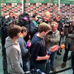 Großes Interesse! Die Medienvertreter warten auf Thomas #Eichin. http://t.co/UDYNZ4YEwe