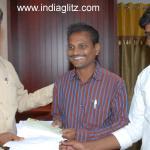 తుపాన్ బాధితులకు విరాళాలు అంజేసిన సూర్య ఫ్యామిలీ. @actorsurya @actorkarthi #Hudhud  Info --> http://t.co/lHKFLcZ88I http://t.co/5ELYdzAQ6C