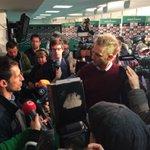 RT @werderbremen: Riesen Andrang bei der Presserunde mit Thomas #Eichin, der den Trainerwechsel begründet. #werder http://t.co/Yi4DHOlva0
