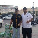 المشجع الاتحادي العاشق (( أبو أماني )) حرص على توزيع المياه على جماهير #الاتحاد أثناء دخولها للمدرجات http://t.co/y1fpcpUaIf