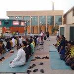 جماهير #الاتحاد أثناء تأديتها (( صلاة المغرب )) حسب توقيت الرياض .. نلتقي بعد الصلاة بمواصلة التغطيات http://t.co/b8oZWFQAP0