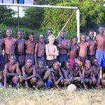 [#Insolite] Avant de jouer à ManCity et au Celtic, John Guidetti jouait dans les bidonvilles kenyans. http://t.co/OTur9AhTze