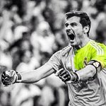 El hombre que cambio la historia del partido sacando un mano a mano vs Messi. San Iker Casillas. Leyenda. http://t.co/y7HCu77UPg