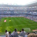 *Santiago Bernabeu mulai rame* Para pemain kedua tim lagi pemanasan #ElClasico #HalaMadrid http://t.co/wtuW3yWORp