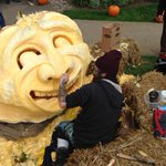 Gordon Sparks carves a 1051 pound pumpkin in #Halifax. @globalhalifax http://t.co/YTNVSruwdC