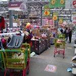 RT @EzequielFloresC: Normalistas de #Ayotzinapa irrumpen en tiendas departamentales de #Chilpancingo #Guerrero y regalan los artículos http://t.co/EdwmSiMgFr