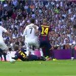 RT @joserra_espn: Penal claro, mano de Piqué. http://t.co/LD4O7hyqD9