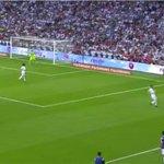 RT @joserra_espn: Atención con la posición de Cristiano, segundos antes del gol cerraba en campo propio la llegada de Alves. Compromiso http://t.co/Na9TcAZcIb