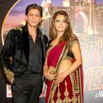 : @iamsrk, Gauri Khan, @deepikapadukone dazzle at the Dubai premiere of #HappyNewYear IN PICS: http://t.co/Ipuc6XL5R8