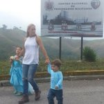 #VENEZUELA @liliantintori: Estoy pidiendo que dejen pasar a los niños y yo espero afuera. Y NO los dejan pasar! https://t.co/vhvT3j6PXs #ONU