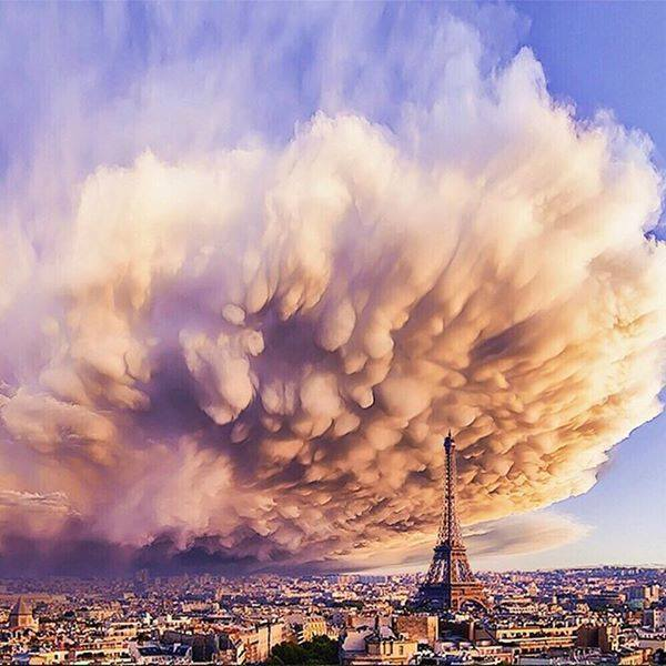 Crazy clouds over paris: http://t.co/0eeKge1uV2