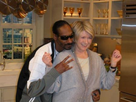@IllyDenzel @Txrebel05 RT @kenpaulman: Snoop Dogg flashes gang signs with a convicted felon. #pointergate http://t.co/vr6m2mN8Ez