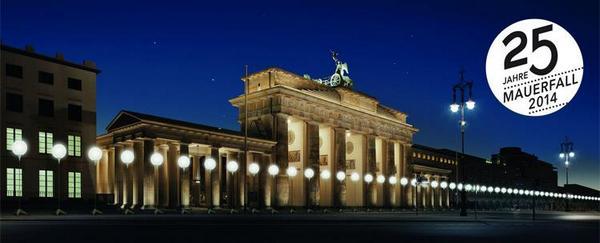 Lichtgrenze - Symbol für 25 Jahre Mauerfall! Twittert eure Gedanken mit #fotw25 & #Mauerfall! https://t.co/26Ut34ABbk http://t.co/Dbm37AL8Yz