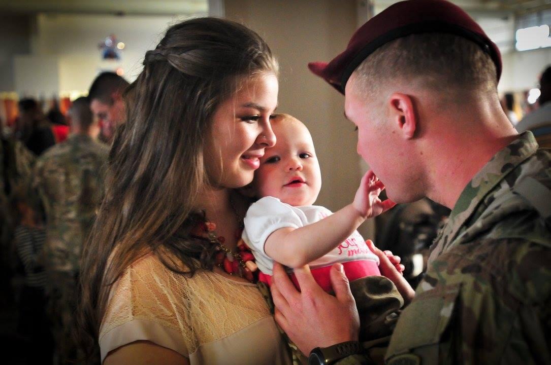 .@USArmy: Sacrifices aren't limited to those who wear uniforms. The strength of our Soldiers is our families. #milfam http://t.co/A2b4Wahhht