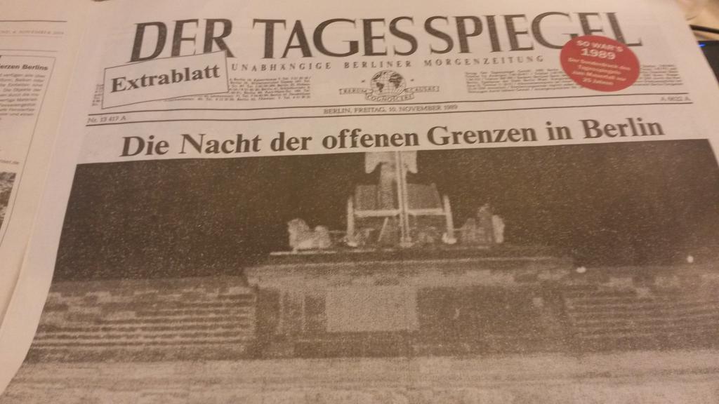 25 ans de la chute du mur de berlin un journal r dite sa une du 10 nov 89 la nuit des. Black Bedroom Furniture Sets. Home Design Ideas