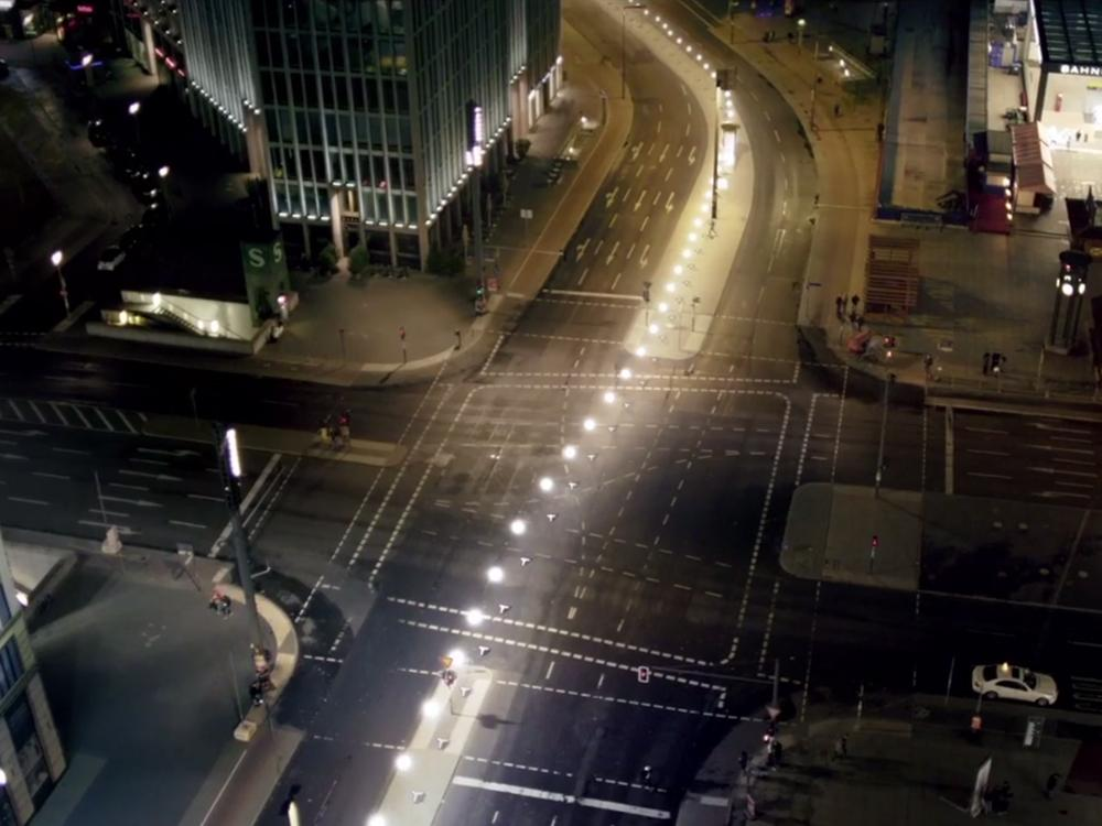 8,000 glowing balloons will recreate the Berlin Wall this weekend http://t.co/TbSerRyhrq http://t.co/SDbhoQey9h