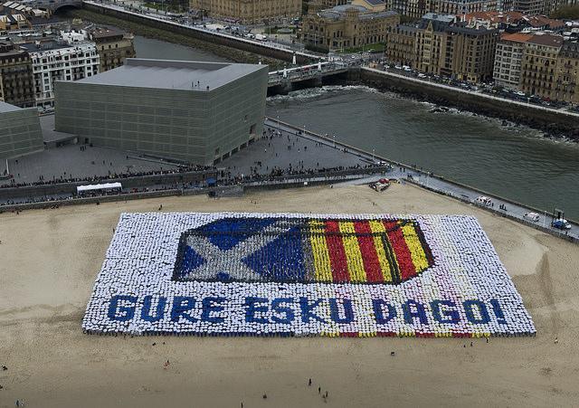 [Argazki bilduma] Zurriolako mosaikoaren irudi ikusgarriak  http://t.co/8KFDOSyBLc #BasquesDecide @GureEskuDago http://t.co/PRStb6BhGH