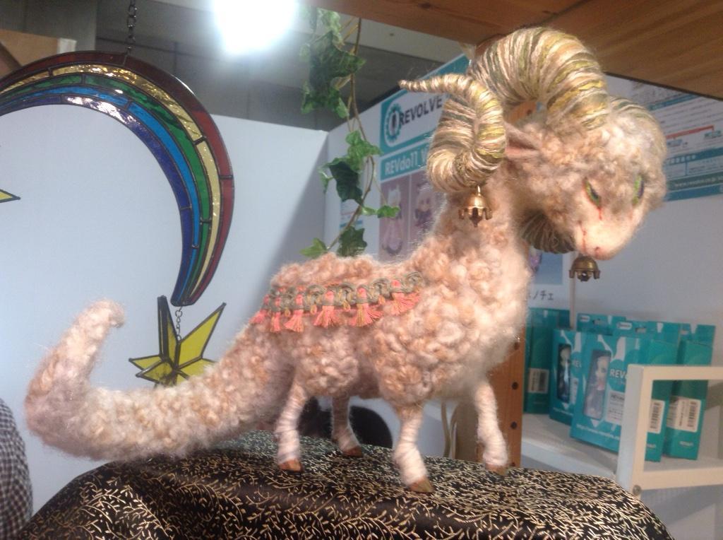 kamaさん(@fennec_kama )の「羊の王」素晴らしいので明日デザフェス行く人は見に行くといいよ。羊毛フェルトの見方が変わるよ! http://t.co/74rtZvc860