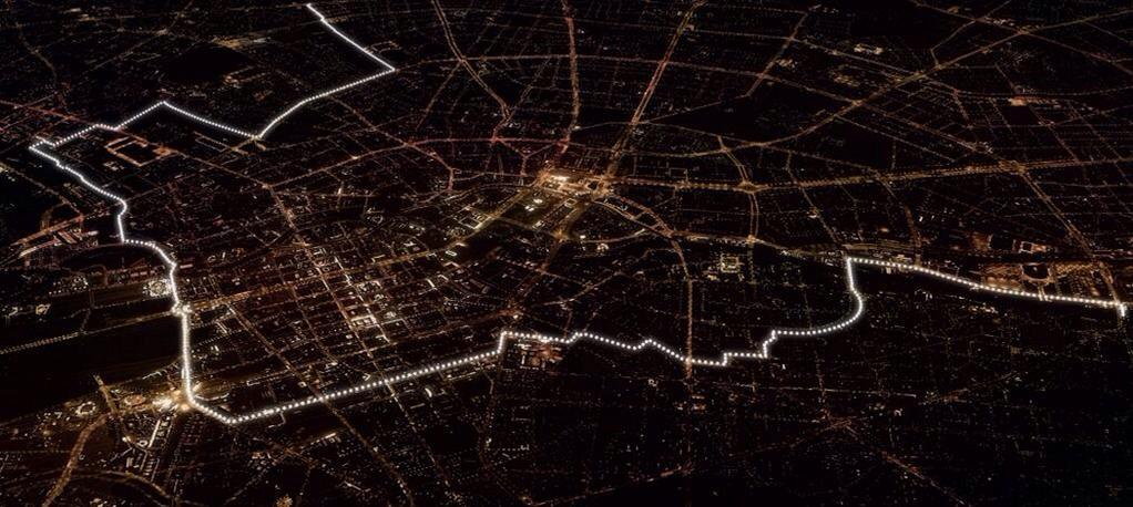 Amazing trail of lights showing where #BerlinWall once divided city. MT @GermanyinUSA http://t.co/zH61iMcqqN #fotw25 #Lichtgrenze