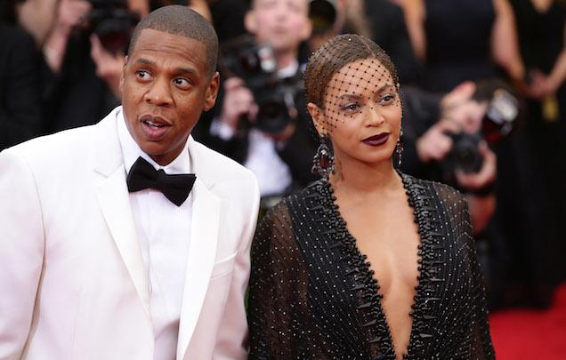 """Girl. But #goals """"@Gawker Beyoncé & Jay Z allegedly moving to France to have sex for a year. http://t.co/zuillWkAOO http://t.co/kGjixSLaIs"""""""