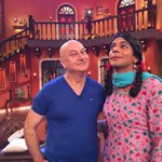 Few more pics of #TheShaukeens at the shoot of @CNWKOfficial. Enjoy.:) @KapilSharmaK9 http://t.co/2oyuic0Wbi