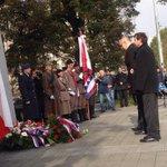 Rektor @MikulasBek uctil spolu se studenty #municz a představiteli veřejného života výročí vzniku ČSR #28rijen http://t.co/09OcXWmNyE