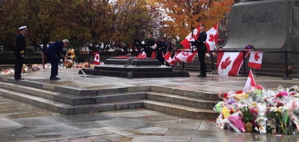 . @JohnKerry at National War Memorial #cdnpoli #hw #ottawashooting http://t.co/GNEi5LPrLd