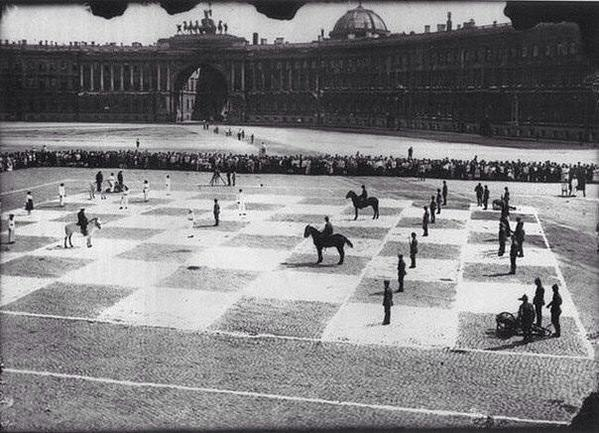 Human chess in 1924, St. Petersburg, Russia. http://t.co/D4qpOoB0iL