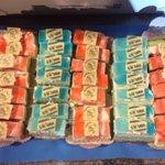 Deze speciale gebakjes zijn gemaakt door de aanvoerder van SV Urk. Naast voetballer is hij ook bakker. #urkaja http://t.co/Ho1oCi9uPs