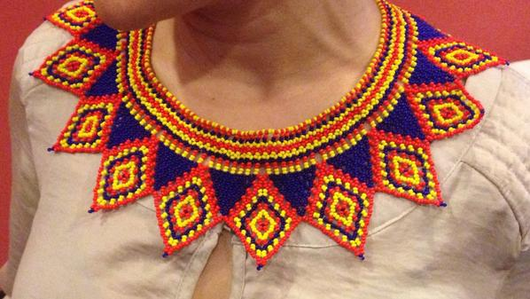 Custo se enamoró de este collar que cargaba una periodista panameña (obra de arte de la cultura Ngäbe-Buglé) #MBFWP14 http://t.co/CZstE89Lae